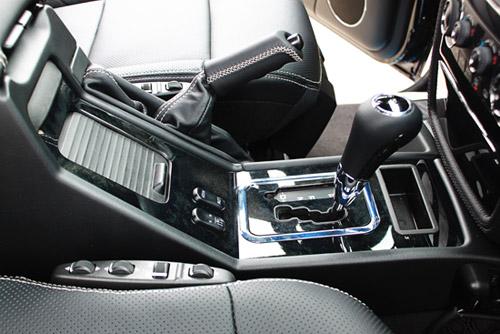 """Mercedes-Benz G55 AMG """"quái vật"""" núp bóng cổ kính - 9"""