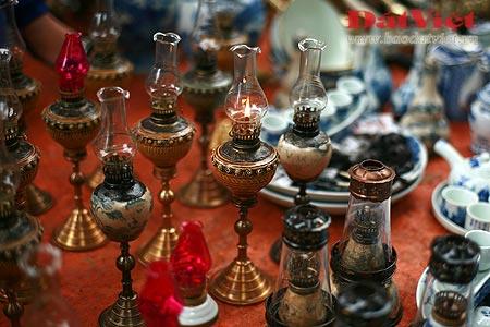Dân chơi lùng sục đèn dầu cổ - 1