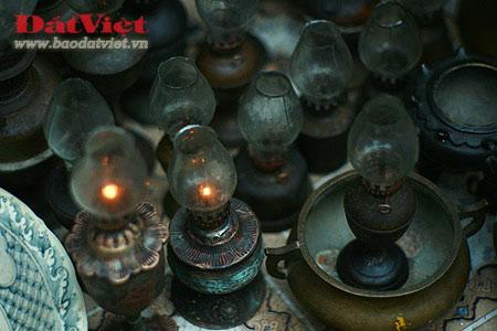Dân chơi lùng sục đèn dầu cổ - 10