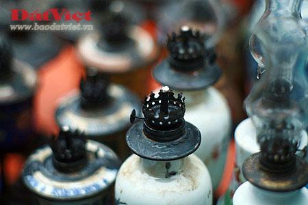 Dân chơi lùng sục đèn dầu cổ - 2