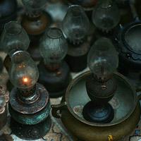 Dân chơi lùng sục đèn dầu cổ