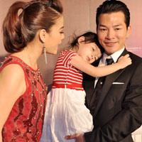 Con gái Trần Bảo Sơn làm nũng ba mẹ