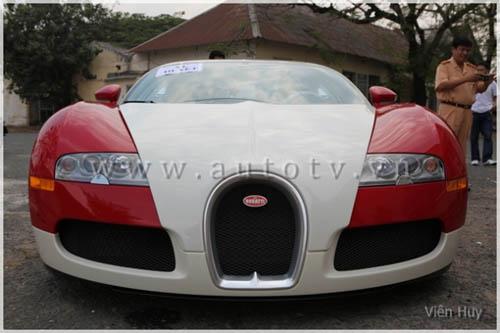 """""""Choáng"""" siêu xe Bugatti Veyron về Việt Nam - 1"""