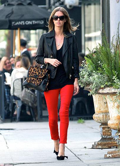 7 cách mặc đẹp với quần denim đỏ sành điệu - 14