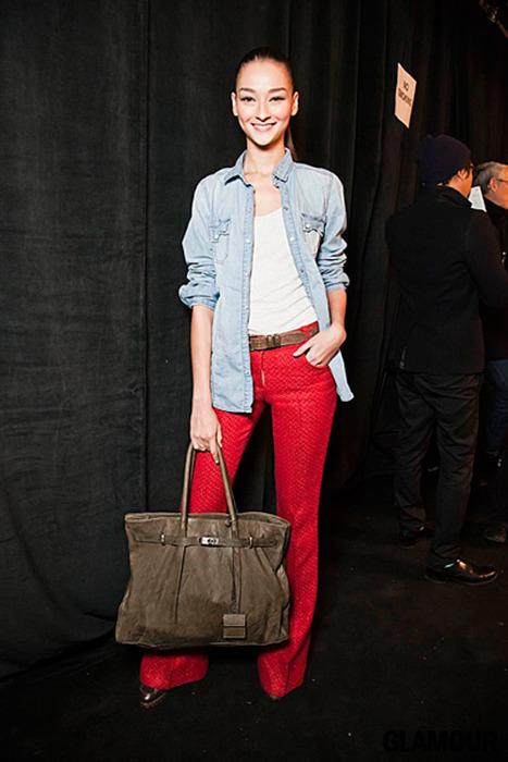 7 cách mặc đẹp với quần denim đỏ sành điệu - 18