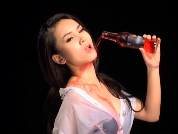 Hoàng Yến, Yến Trang, Ngọc Trinh gây sốc - 1