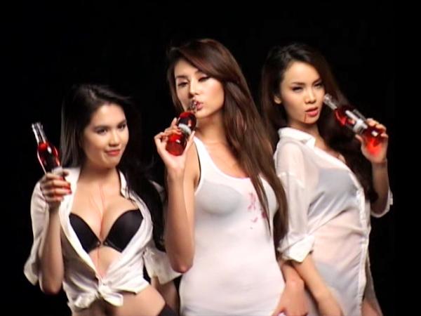 Hoàng Yến, Yến Trang, Ngọc Trinh gây sốc - 15