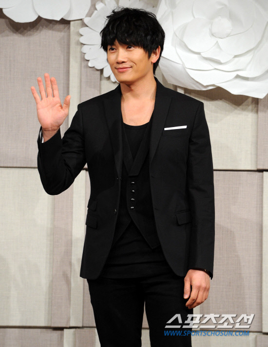 Sao Hàn nhộn nhịp tới dự đám cưới Go Soo - 11