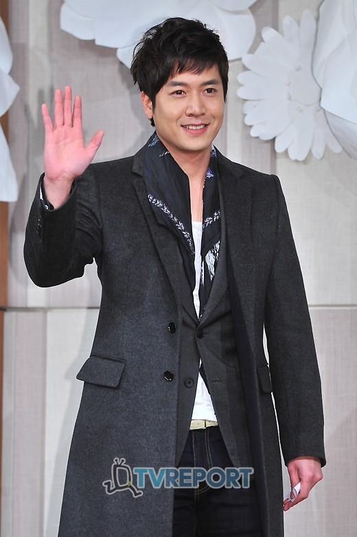 Sao Hàn nhộn nhịp tới dự đám cưới Go Soo - 12