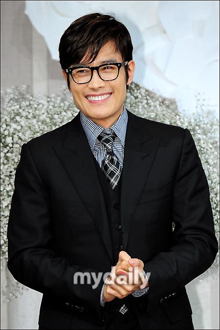 Sao Hàn nhộn nhịp tới dự đám cưới Go Soo - 4