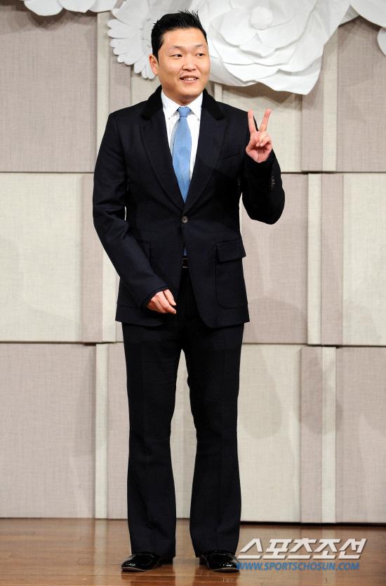 Sao Hàn nhộn nhịp tới dự đám cưới Go Soo - 15