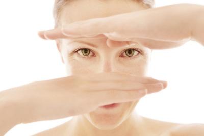 Bí quyết xóa nếp nhăn quanh vùng mắt - 1