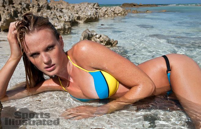 Mặc đồ bơi gợi tình như Anne V - 18