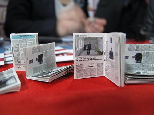 Tờ báo nhỏ nhất thế giới - 1
