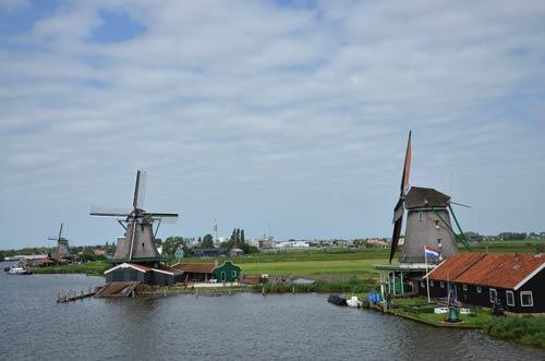Cận cảnh làng cối xay gió Zaanse Schans ở Hà Lan - 2