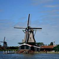 Cận cảnh làng cối xay gió Zaanse Schans ở Hà Lan