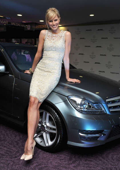 7 cách mặc váy ren trong Xuân-Hè 2012 - 16