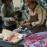 Giá thịt gà tăng mạnh vì cúm gia cầm