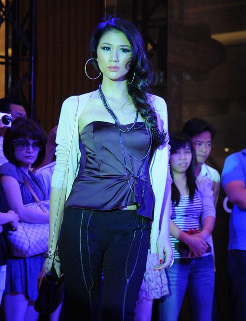 Trang Trần làm cô văn phòng sexy - 1