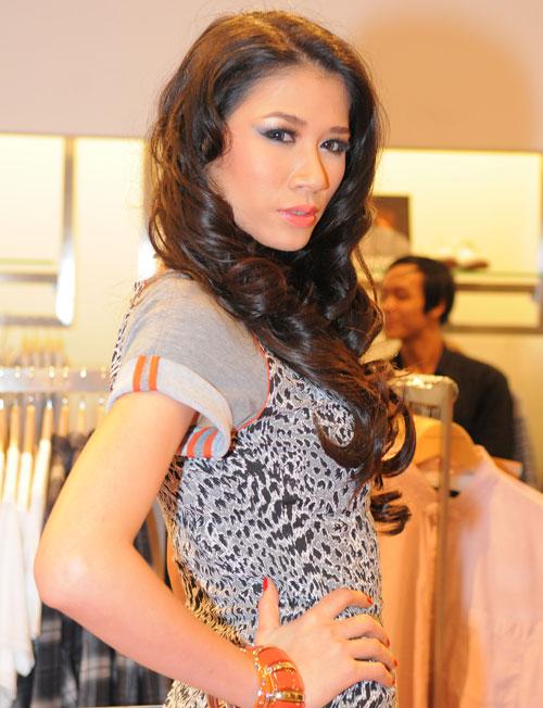 Trang Trần làm cô văn phòng sexy - 4