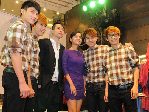 Trang Trần làm cô văn phòng sexy - 12