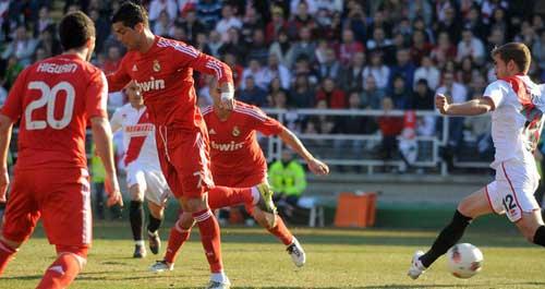 Messi – Ronaldo: Nhìn từ góc độ bàn thắng - 1