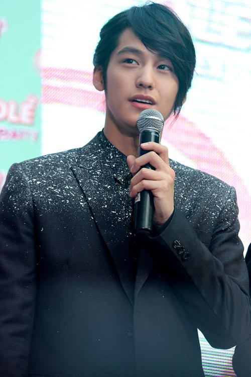 Lee Min Ho ôm người đẹp trong bão tuyết - 13