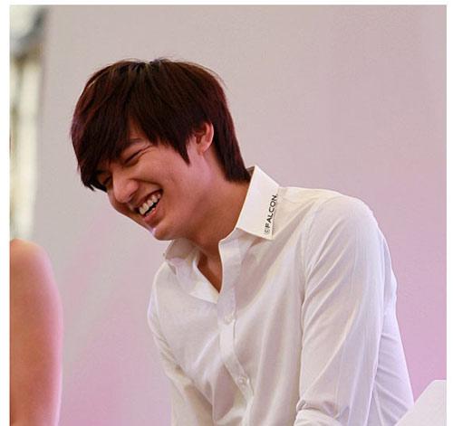 Lee Min Ho ôm người đẹp trong bão tuyết - 5