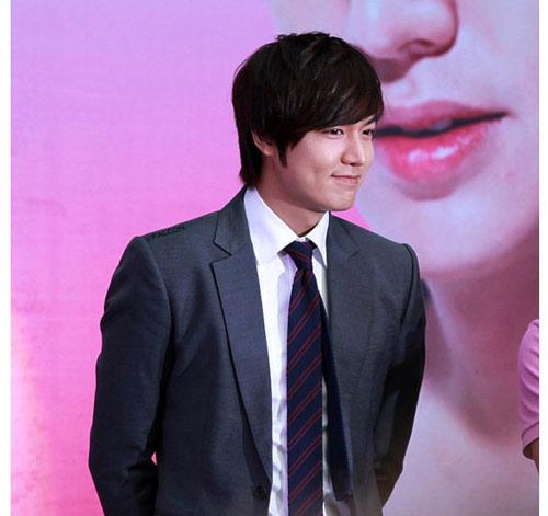 Lee Min Ho ôm người đẹp trong bão tuyết - 6