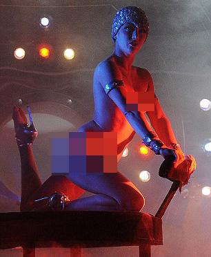 Vũ nữ khỏa thân vì giầy đế đỏ - 10