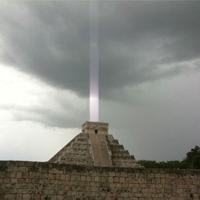 Chùm sáng bí ẩn trên kim tự tháp của người Maya