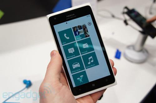 Nokia Lumia 900 LTE: Thất vọng giá - 1