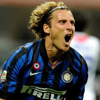 Pha solo của Forlan dẫn đầu top 5 bàn đẹp nhất vòng 26 Serie A