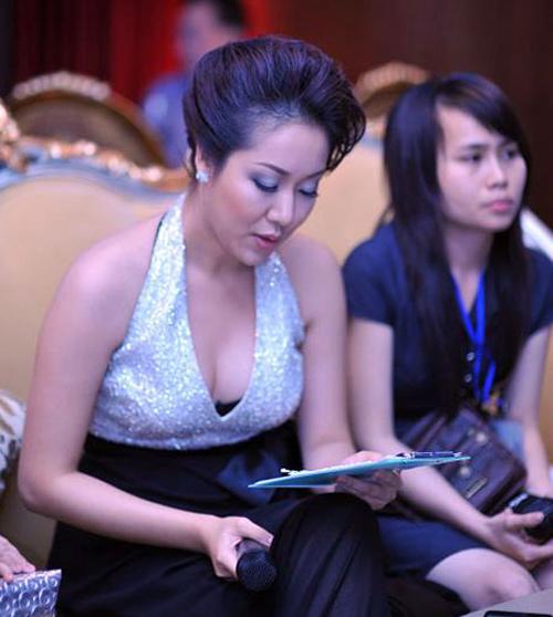 """7 khuôn ngực """"thật thà"""" của showbiz Việt - 13"""