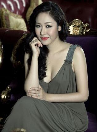 """7 khuôn ngực """"thật thà"""" của showbiz Việt - 14"""