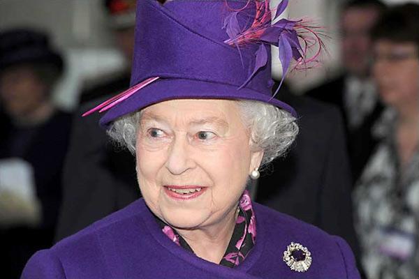 Nữ hoàng Anh: 86 tuổi vẫn sành điệu - 5