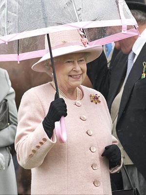 Nữ hoàng Anh: 86 tuổi vẫn sành điệu - 14