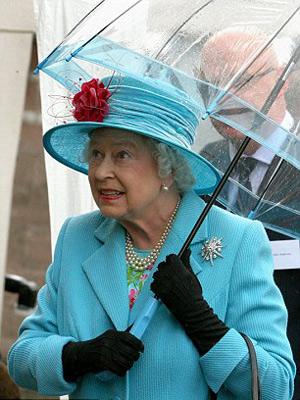 Nữ hoàng Anh: 86 tuổi vẫn sành điệu - 17