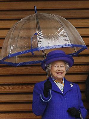 Nữ hoàng Anh: 86 tuổi vẫn sành điệu - 16