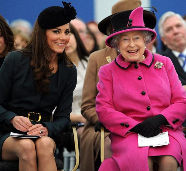 Nữ hoàng Anh: 86 tuổi vẫn sành điệu - 4