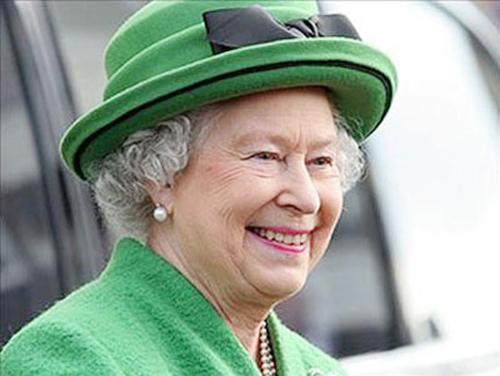 Nữ hoàng Anh: 86 tuổi vẫn sành điệu - 19