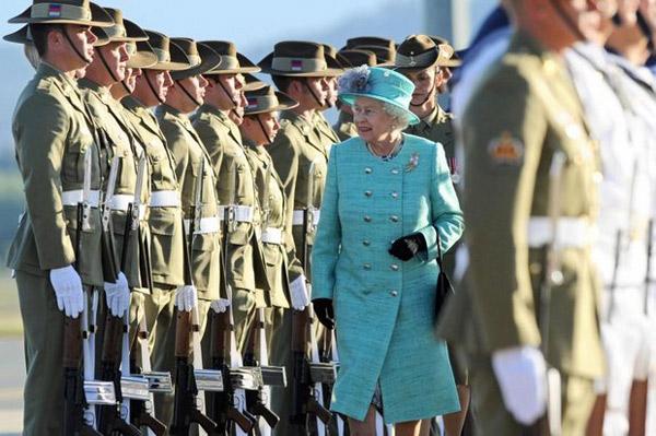 Nữ hoàng Anh: 86 tuổi vẫn sành điệu - 9