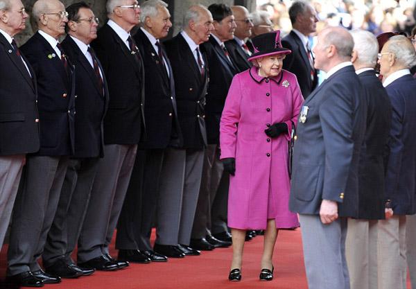 Nữ hoàng Anh: 86 tuổi vẫn sành điệu - 1