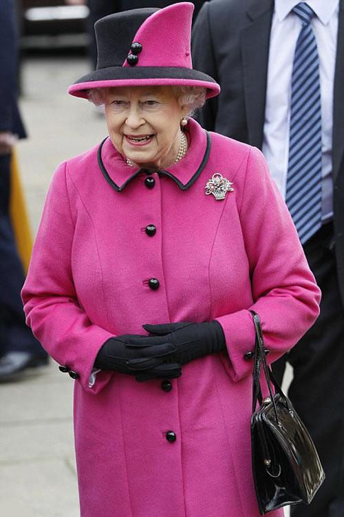 Nữ hoàng Anh: 86 tuổi vẫn sành điệu - 3