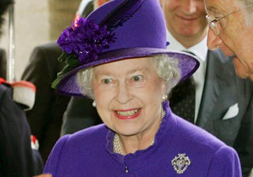Nữ hoàng Anh: 86 tuổi vẫn sành điệu - 20