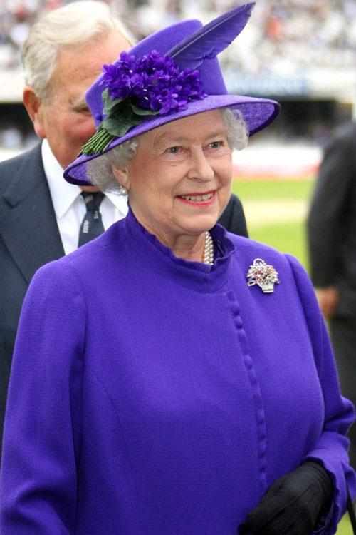 Nữ hoàng Anh: 86 tuổi vẫn sành điệu - 23