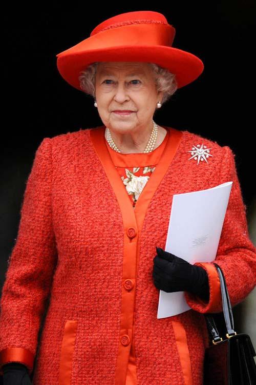 Nữ hoàng Anh: 86 tuổi vẫn sành điệu - 24