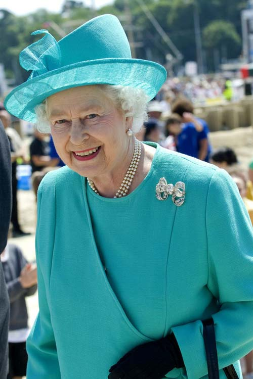 Nữ hoàng Anh: 86 tuổi vẫn sành điệu - 25