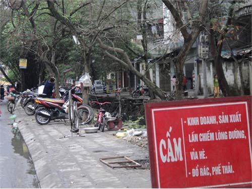 """Nơi biển cấm bị """"coi thường"""" ở Hà Nội! - 3"""