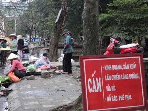 """Nơi biển cấm bị """"coi thường"""" ở Hà Nội! - 4"""